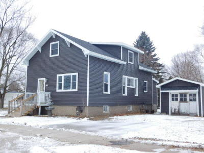 Menominee MI Single Family Home Active Contingent With Offer: $89,900