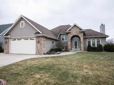 Racine Single Family Home Active Contingent With Offer: 727 Hunter Dr