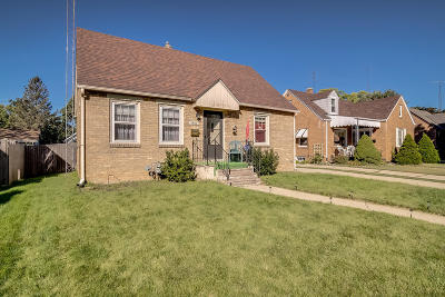 Kenosha Single Family Home Active Contingent With Offer: 5622 36th Ave