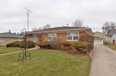 Racine Single Family Home For Sale: 2708 Westwood Dr