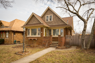 Milwaukee Single Family Home For Sale: 2820 N 77th St