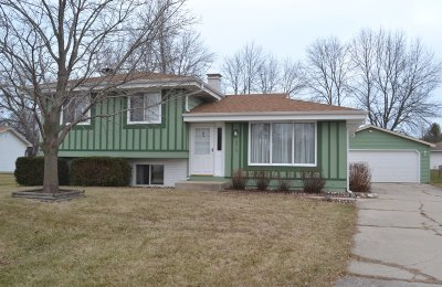 Racine Single Family Home Active Contingent With Offer: 6715 Cliffside Dr