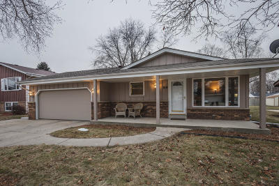 Single Family Home For Sale: 819 Clear View Dr