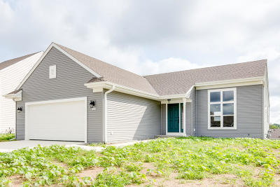 West Bend Single Family Home For Sale: 1550 Whitewater Dr