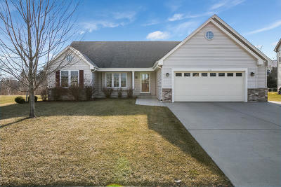 Milwaukee County Single Family Home For Sale: 1397 E Wild Ginger Way