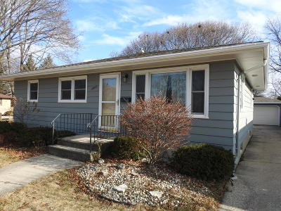 Kenosha Single Family Home Active Contingent With Offer: 3233 25th Ave