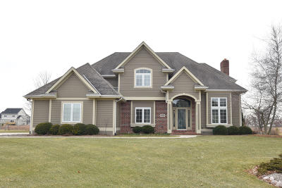 Ozaukee County Single Family Home Active Contingent With Offer: 8611 W Daventry Rd