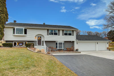 Oconomowoc Single Family Home Active Contingent With Offer: N71w35843 Mapleton Lake Dr