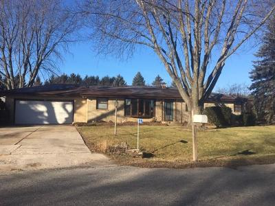 Sheboygan Single Family Home Active Contingent With Offer: 4126 N 47 Pl