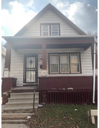Milwaukee Single Family Home For Sale: 1225 W Keefe Ave