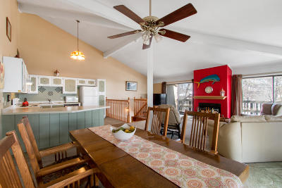 Condo/Townhouse Active Contingent With Offer: 605 Knollwood Cir #C