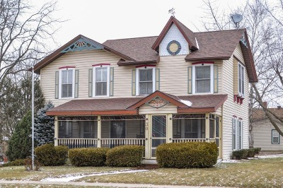 Darien Single Family Home Active Contingent With Offer: 30 E Beloit St
