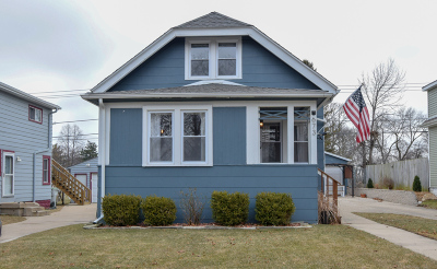 Milwaukee Single Family Home For Sale: 673 S Oak Park Ct