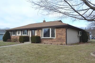 Oak Creek Single Family Home For Sale: 3320 E Woodview Ave
