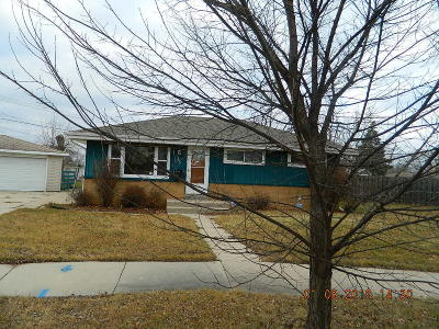 Milwaukee Single Family Home For Sale: 6745 N 78th St