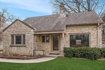 Milwaukee Single Family Home Active Contingent With Offer: 4919 W Jackson Park Dr