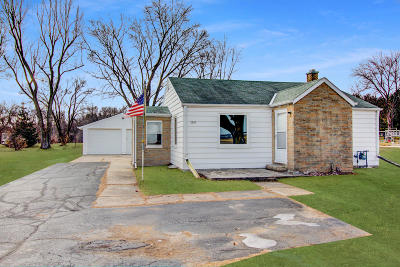 West Bend Single Family Home Active Contingent With Offer: 2095 E Decorah Rd