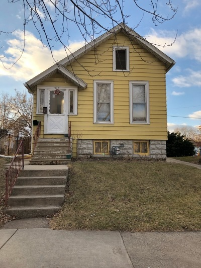 Milwaukee Single Family Home For Sale: 909 S 20th St