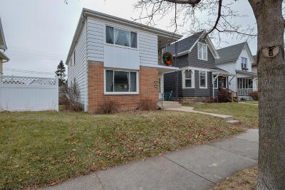 Milwaukee Two Family Home Active Contingent With Offer: 426 E Wilson St. #428