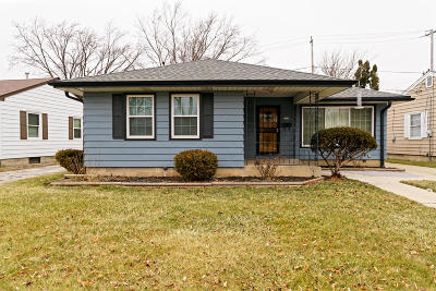 Milwaukee Single Family Home For Sale: 2214 W Rohr Ave