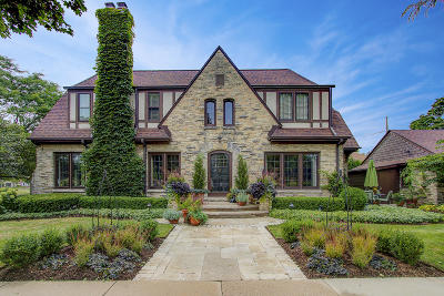 Single Family Home Active Contingent With Offer: 5505 N Diversey Blvd