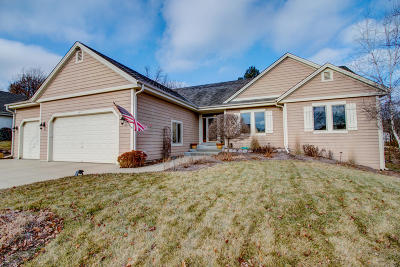 Waukesha Single Family Home Active Contingent With Offer: 2616 River Ridge Dr