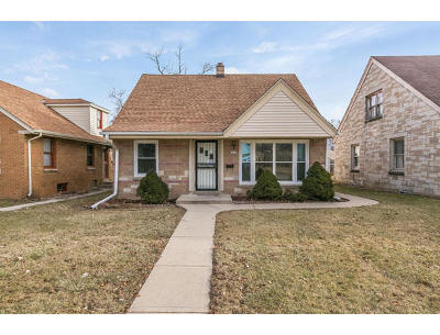 Milwaukee Single Family Home For Sale: 4844 N 67th St