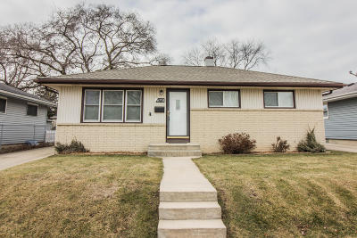Milwaukee Single Family Home For Sale: 6751 S 17th St