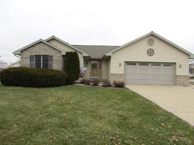 Fort Atkinson Single Family Home Active Contingent With Offer: 1208 Aztec Ct