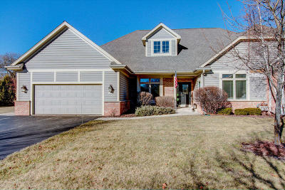 Mequon Condo/Townhouse For Sale: 10619 N Hidden Creek Dr