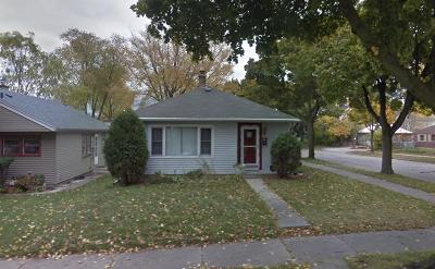 Milwaukee Single Family Home For Sale: 4502 N 56th St