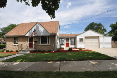 Milwaukee Single Family Home For Sale: 9424 W Townsend St