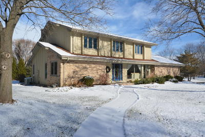 Mequon Single Family Home For Sale: 12619 N Yvonne Dr