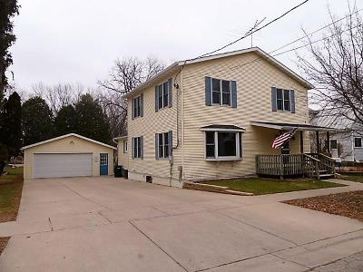 Fort Atkinson WI Single Family Home Active Contingent With Offer: $224,900