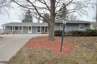 Single Family Home For Sale: 5624 W Luebbe Ln