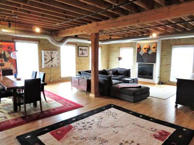 Milwaukee Condo/Townhouse Active Contingent With Offer: 418 N 3rd St #220
