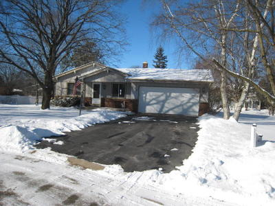 Hartland Single Family Home Active Contingent With Offer: 774 Kingston Ct
