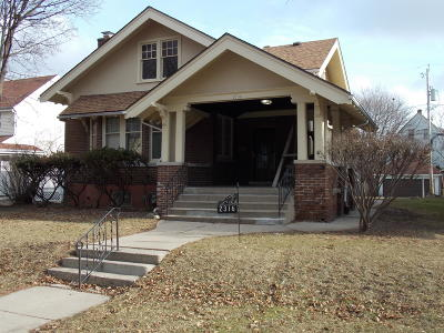 Milwaukee Single Family Home For Sale: 2316 N Grant Blvd