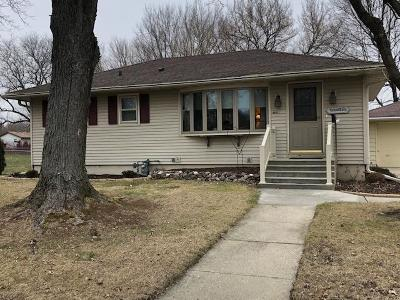 Fort Atkinson WI Single Family Home Active Contingent With Offer: $154,900