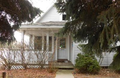 South Milwaukee WI Single Family Home For Sale: $129,000