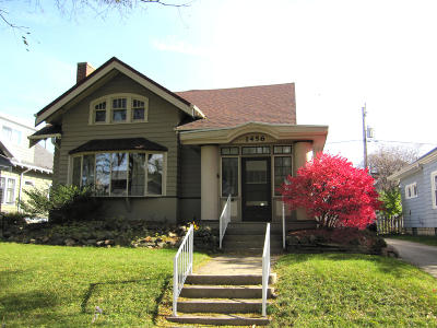 Milwaukee WI Single Family Home For Sale: $170,000