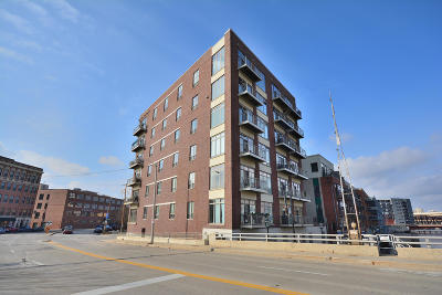 Milwaukee Condo/Townhouse For Sale: 210 S Water St #421