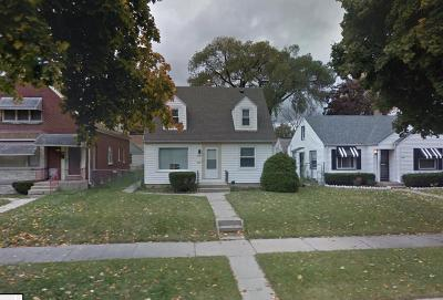 Milwaukee WI Single Family Home For Sale: $85,900