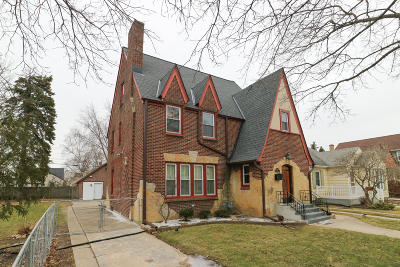 Racine Single Family Home Active Contingent With Offer: 1017 William St
