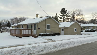 Waukesha Single Family Home Active Contingent With Offer: 1408 N Grandview Blvd