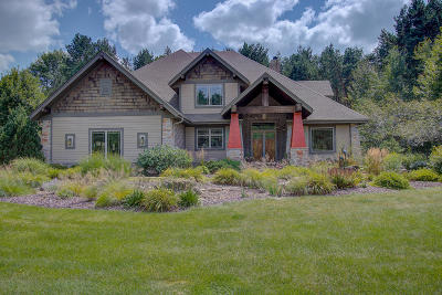 Hartland Single Family Home For Sale: 2400 Faire Lakes Pkwy