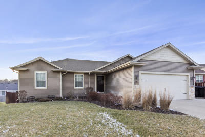 Lake Geneva Single Family Home Active Contingent With Offer: 724 Joshua Ln