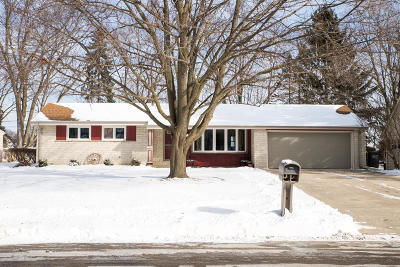 Sussex Single Family Home Active Contingent With Offer: W236n6554 Hillview Dr