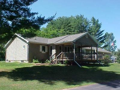 Marinette County Single Family Home For Sale: 182 Cedar St