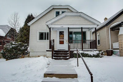 Milwaukee Single Family Home Active Contingent With Offer: 3140 S New York Ave
